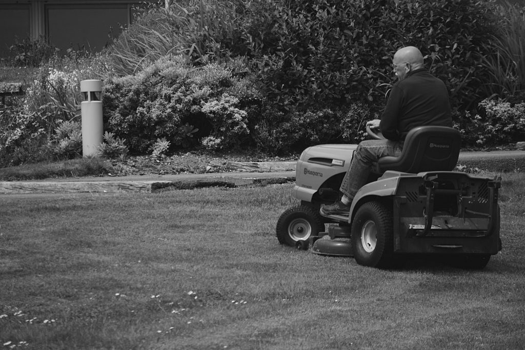 Highest rated riding lawn mower