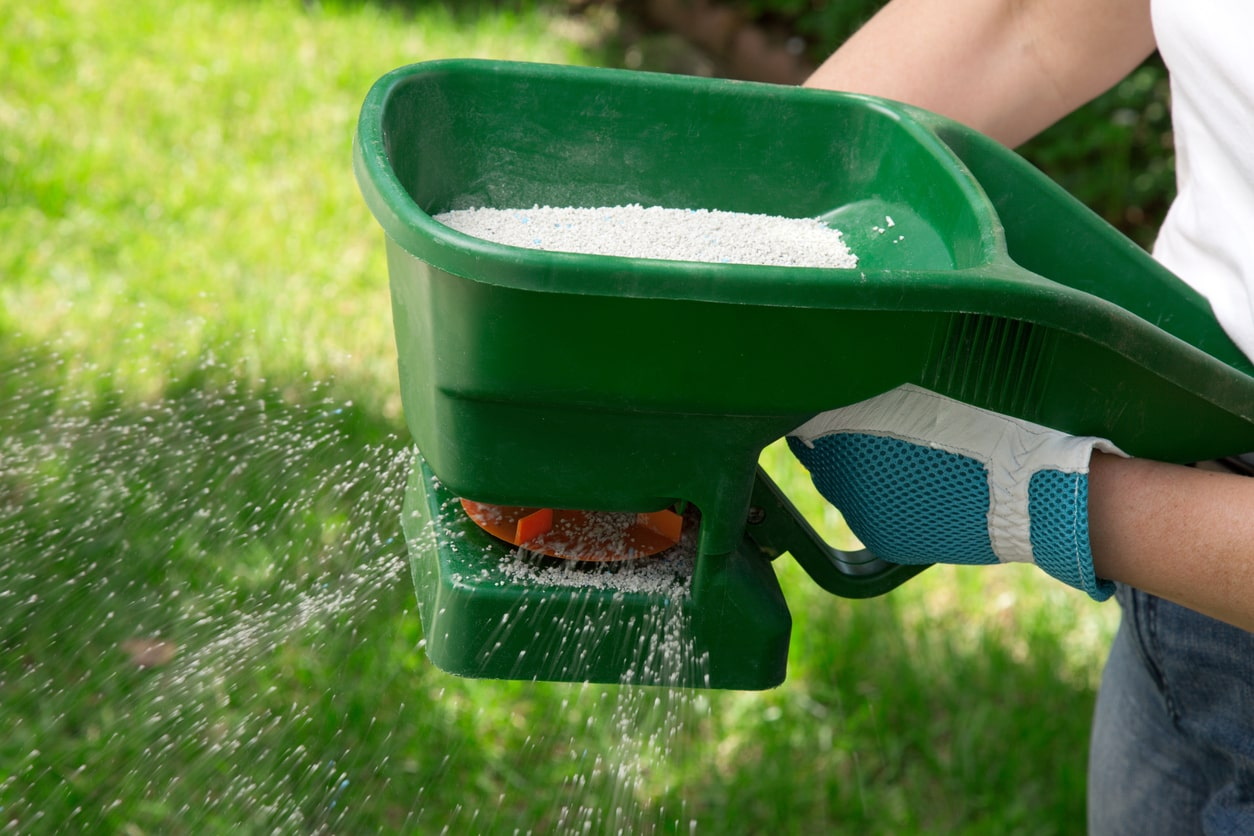 How To Apply Lime To Your Lawn